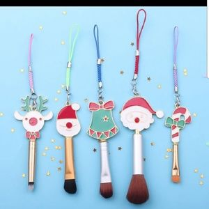 Cute Christmas themed makeup brushes